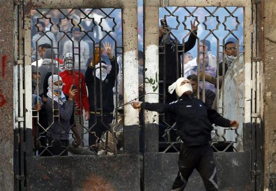 One killed as Islamist students and police clash in Cairo