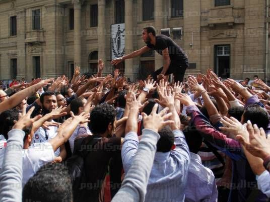 Brotherhood students storm Cairo University faculty to deplay exams