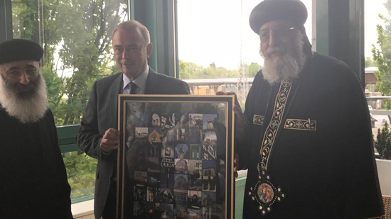 The Governor of the German city of Unna presents Pope Tawadros a memorial gift