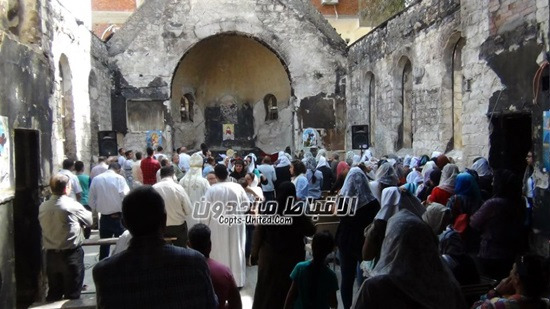Congregation of Helwan celebrate mass on the ruins of their church