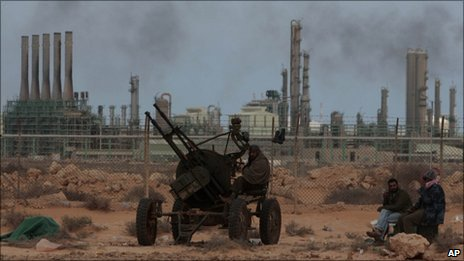 Libya: Gaddafi troops take rebel oil town