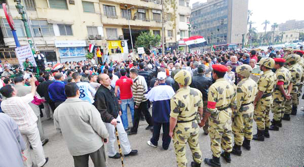 Tahrir protesters join Maspero demo to demand state media 'cleansing'