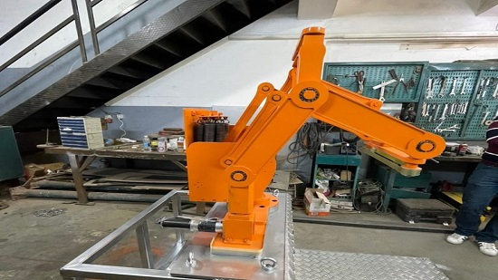 Photos: Egypt makes first industrial robot at EJUST